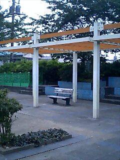 公園にポツンとあるベンチは、こう思った